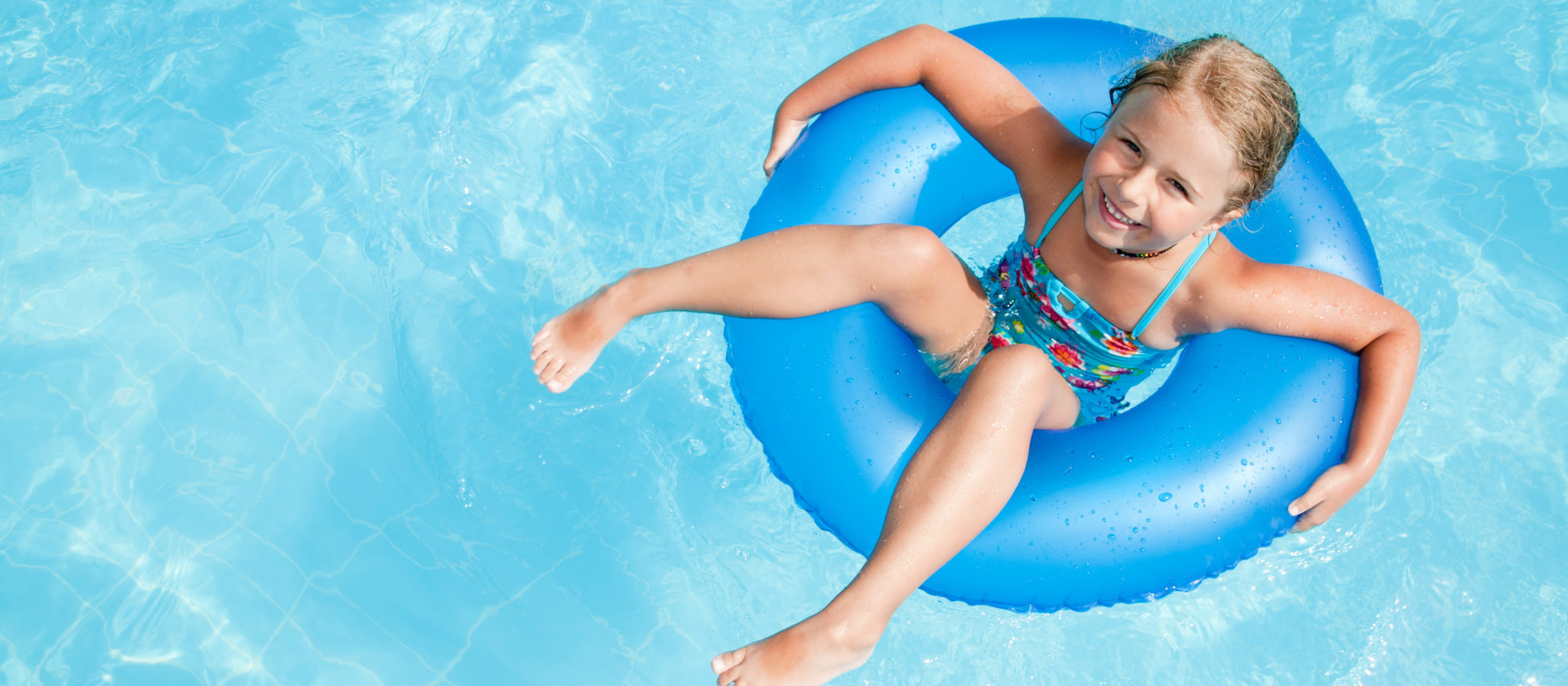 Children are encouraged to swim thanks to toys that swim in water!