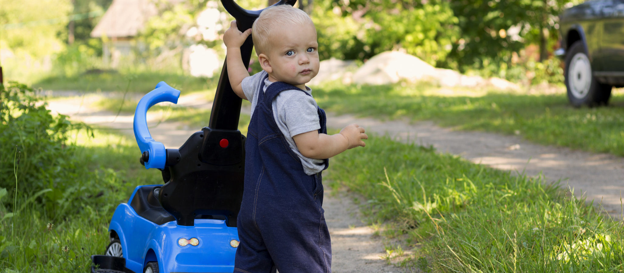 The right baby push car with handle is fun and delivers great outdoor experiences for all.